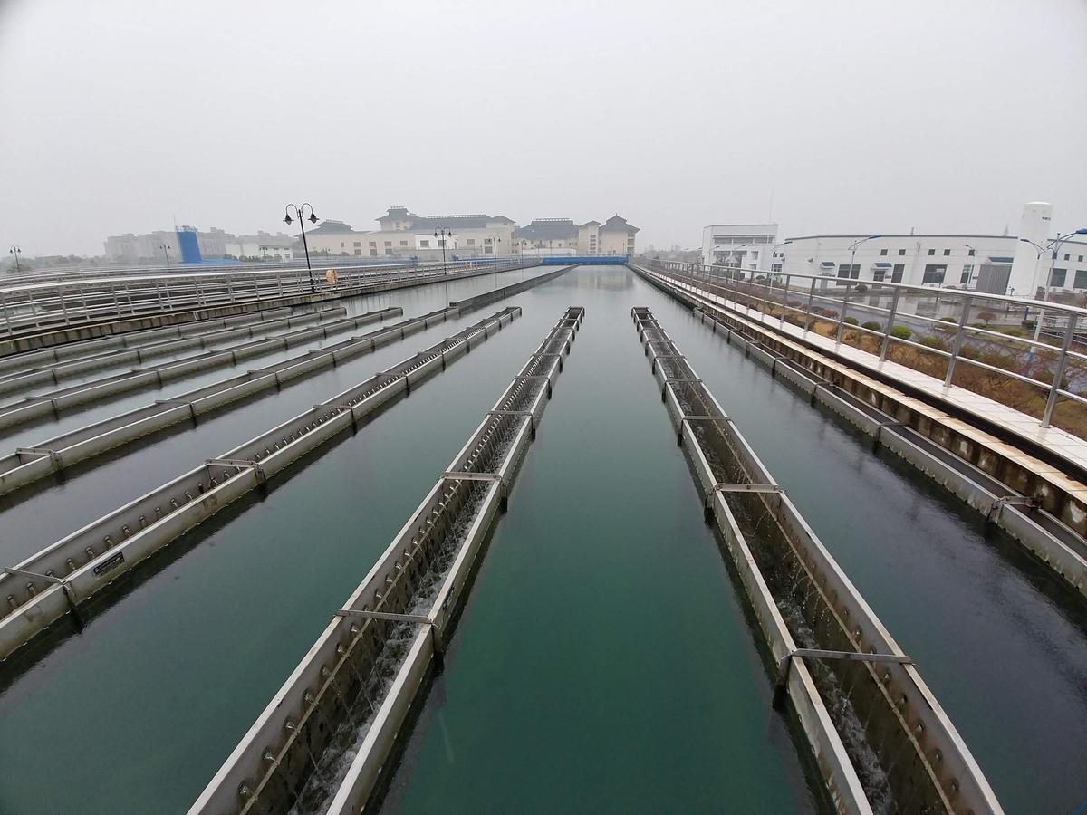 Sedimentationsbecken eines Wasserwerks am Tai Hu